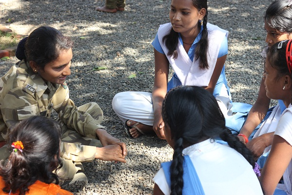 Talking to the students about what goes into the conservation of the forest of Pench.