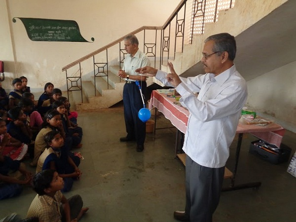 Mr. Godse and Mr. Dixit introducing the various properties of air through experiments.